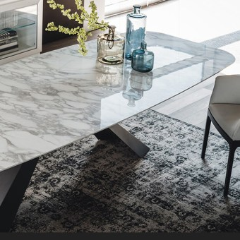 high quality modern light luxury metal dining table made by china luxury and modern furniture factory and company-furbyme