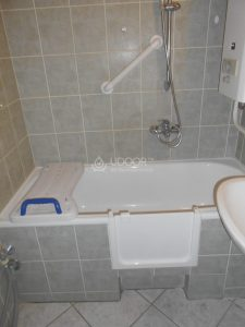 Öntöttvas fürdőkádra beszerelt kádajtó