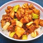 長ネギの香りが食欲をそそる『焼き鳥丼』のレシピと作り方