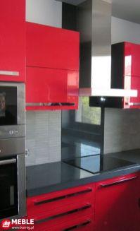 Grafitowo czerwona kuchnia lakierowana z Corianem