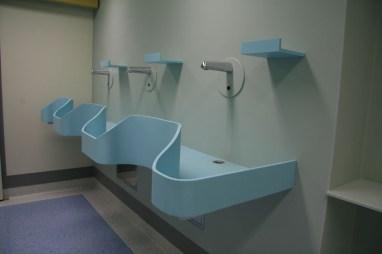 Praktyczne zastosowania Corianu we wnętrzach szpitalnych