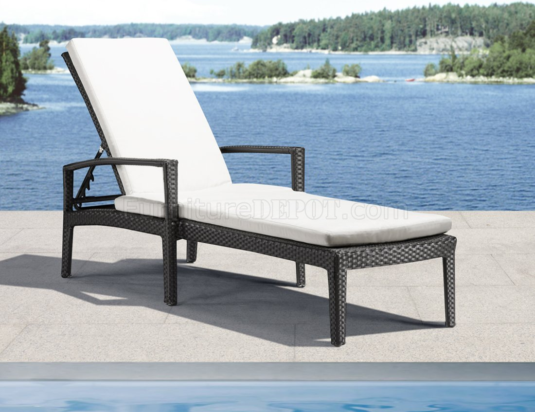 White Outdoor Lounge Chair Black White Modern Outdoor Bathing Lounge Chair