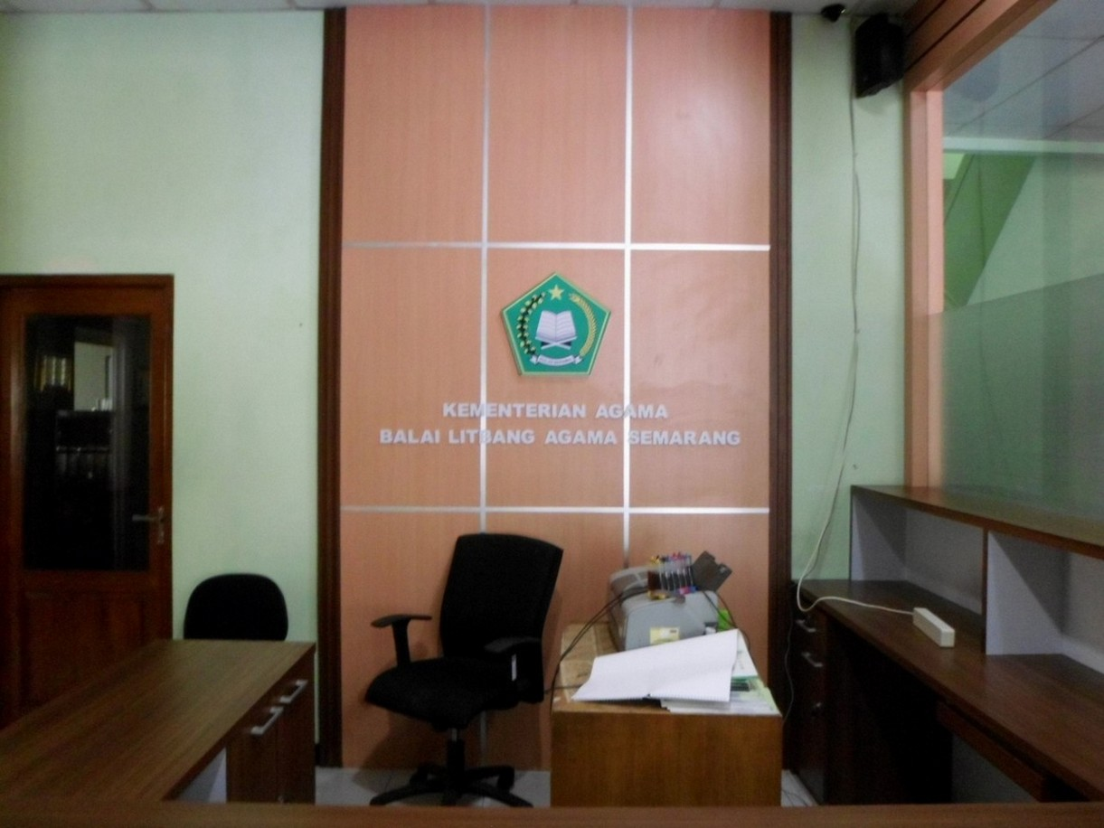 Meja Customer Service sekat kantor dan Interior Kantor Untuk Ruang Lobi  Semarang  Furniture