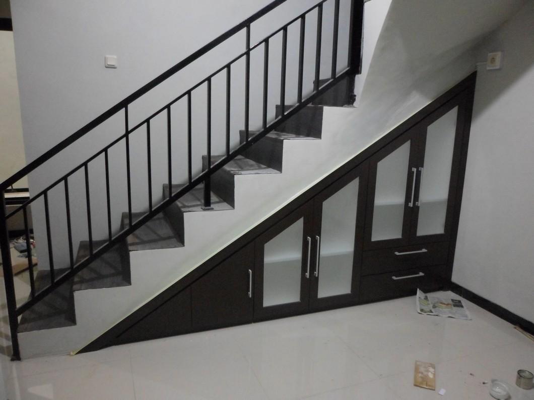 desain lemari bawah tangga terbaru 1  Furniture Semarang