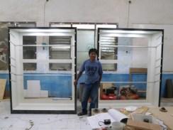 display lemari pakaian ketinggian bisa diatur (1)