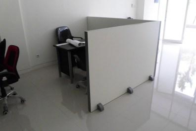 sekat-kantor-portable-bisa-dipindah-pindah-4