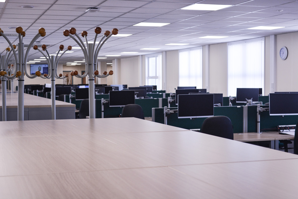 desks-workstations-hpc-nuclear-construction-edf-offices-site-accommodation-layout-workspace