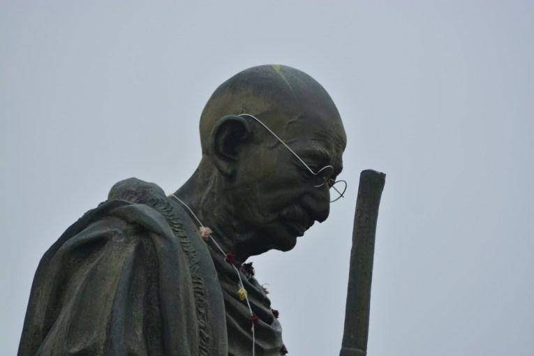 ガンジーの名言「善きことはカタツムリの速度で動く」「行動の重要性」について
