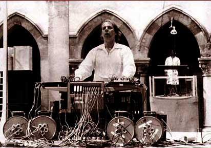 Karlheinz Stockhausen rehearsing Sirius 1977