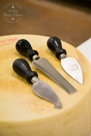 Tools for cutting the ripe cheese