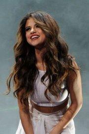 of selena gomez hair