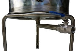 Option sortie latérale fond de cone + vanne de vidage + trépied inox + coude de sortie