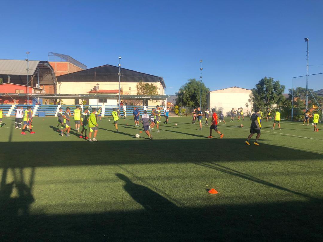 jugadores durante la prueba draft futbalia