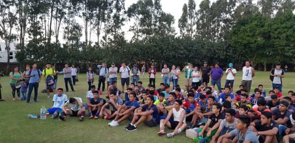 equipo de jugadores bolivianos haciendo draft futbalia