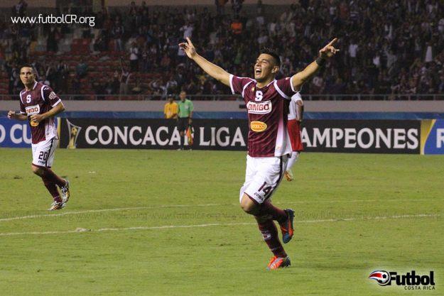 Ariel Rodríguez celebra la segunda anotación del cuadro morado a los 74' de juego.