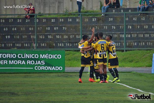 Los lecheros celebraron con efusividad el único gol del encuentro. Foto cortesía de yashinquesada.com