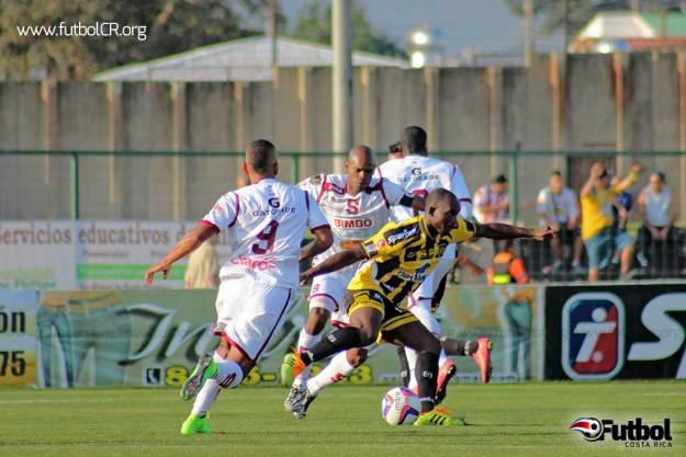 El CS Uruguay supo complicar a la defensiva morada con valiosas incorporaciones de novatos.