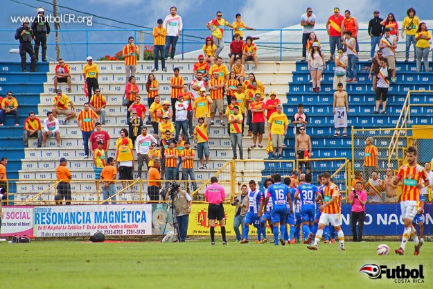 Los brumosos celebran el primer tanto del encuentro de Erick Cabalceta, que de cabeza dejó sin opciones a Moreira.