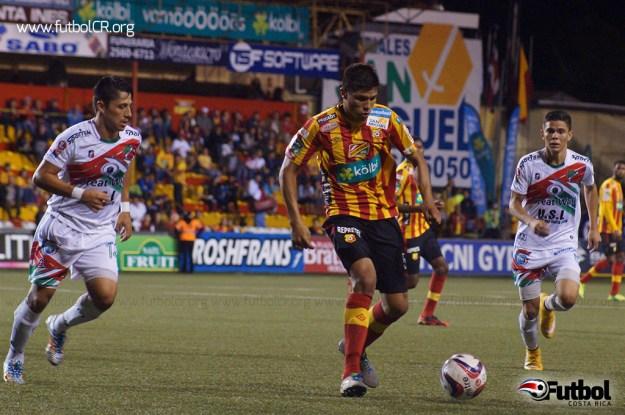 Esteban Granados se hizo presente en la red para los florenses con el segundo del juego.