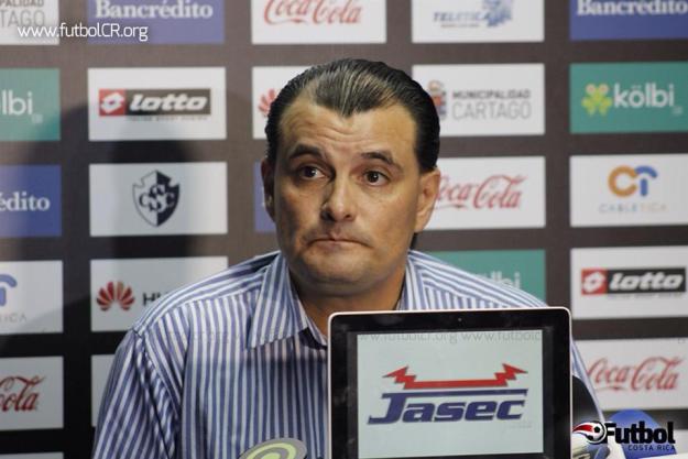 El presidente de la vieja metrópoli espera que a más tardar en diciembre puedan resolver el nuevo entrenador.
