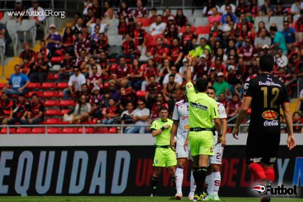 Walter Quesada se encargará de dirigir este lunes 8 de diciembre, la semifinal de vuelta entre Alajuelense y Saprissa.