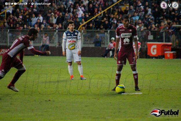 Barrantes acelera para el remate que conduce al tercer gol. Foto: Steban Castro