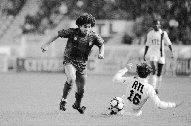 Maradona llegaba al Parc des Princes en 1982. Foto L'Equipe.