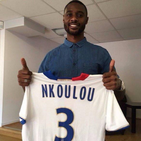 N'Koulou con su nueva camiseta