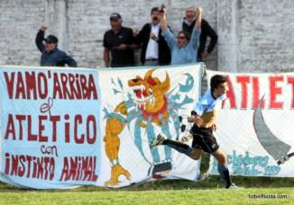 Gonzalo Sacco festejando un gol en la 1era de Atletico