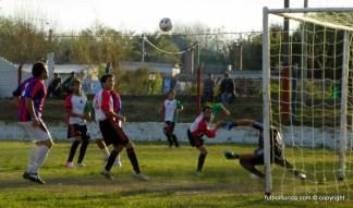 La impresionante atajada de Pécora antes del empate de Candil