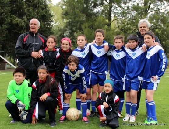Los niños y niñas que realizaron los juegos acompañados por el Ent R Fontes