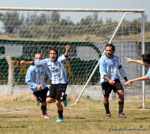 Inolvidable festejo de Siré que con sólo 15 años anota su primer gol en Primera