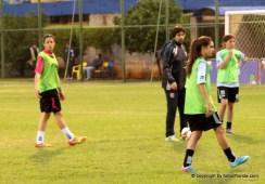 En el entretiempo, las suplentes de Uruguay jugando al monito