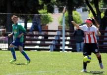 Gimena Caetano maniobra con el balón