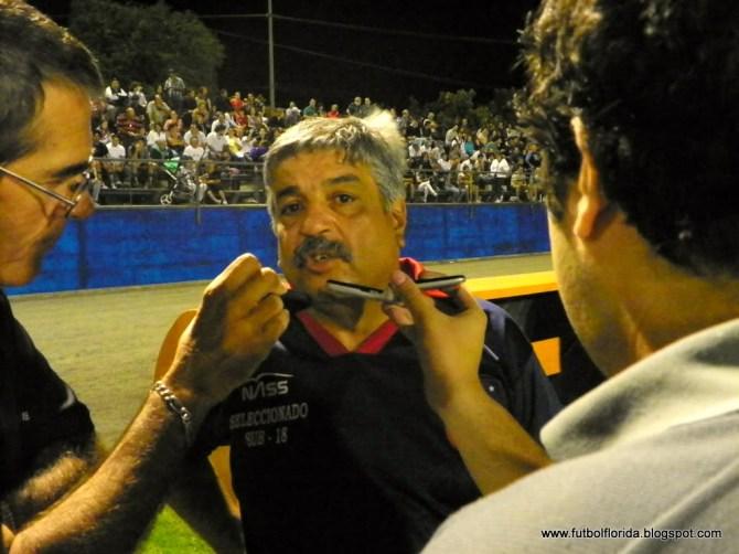 Carlos Rodriguez dialogando con Pedro R  Clavijo