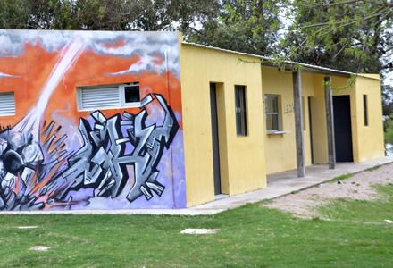 Otra de las obras dejada son los vestuarios y baños, más el cercado perimetral de cancha de la Liga. Foto El Acontecer