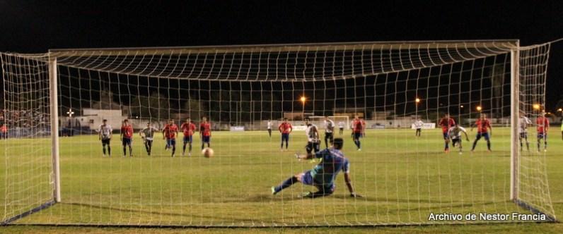 Pablo Cabrera anota frente a Soriano su ultimo gol en Sanjo