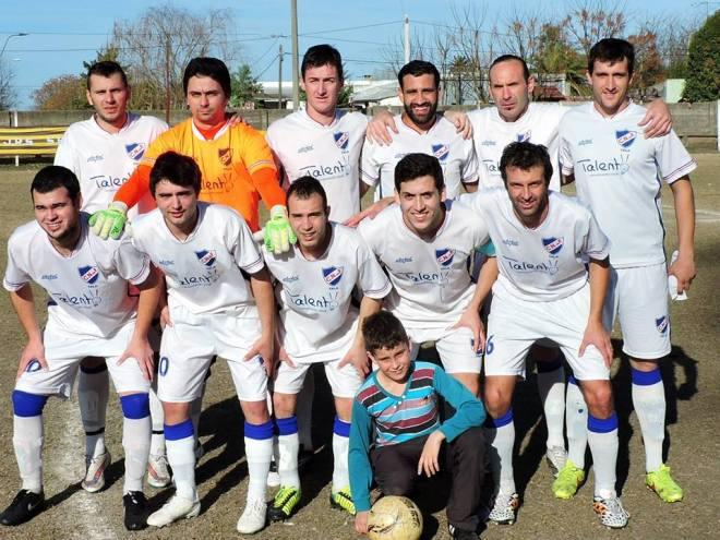 Formación de Nacional de Tala ante Peñarol Juniors