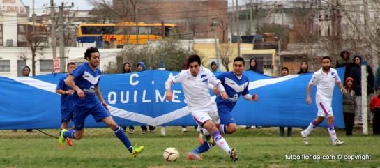 León en busca de la pelot marcado por Gimenez