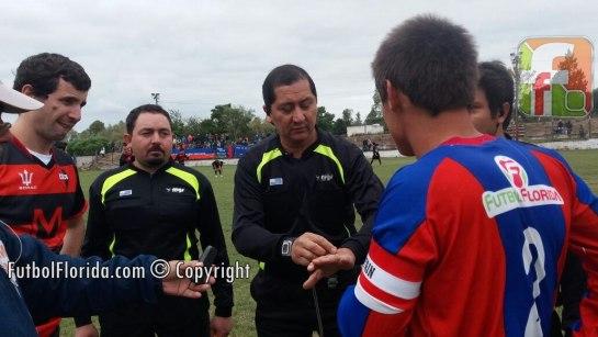 Carlos Sosa con asistentes y capitanes. Foto Romina Amaro