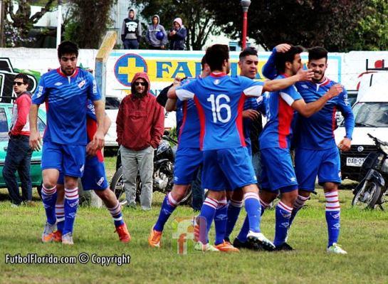 El festejo del gol de apertura señalado por Labandeira. Foto Fanny Ruetalo