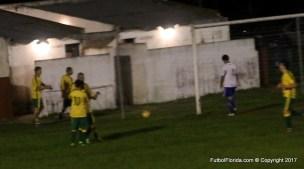 El festejo de Leonardo Pereira autor del 3r gol de Fraternidad