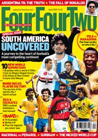 """Capa da """"Four Four Two"""" inglesa, edição de abril"""