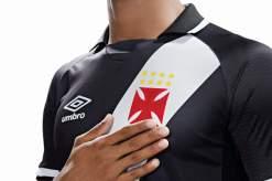 Detalhe da camisa home 17 da Umbro pro Vasco