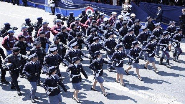 carabinieri in marcia