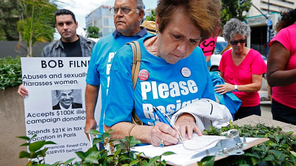 A woman signs a recall petition against San Diego Mayor Bob Filner during a rally in downtown San Diego, Aug. 18, 2013. Mike Blake/Reuters