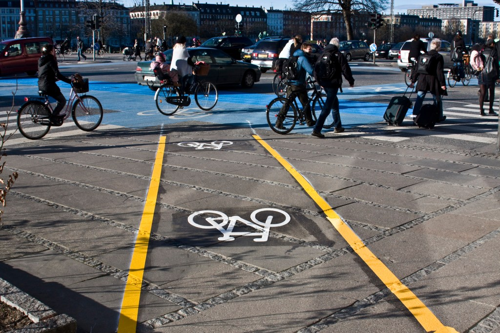 Desire Lines of cyclists turned into a permanent lane in Copenhagen
