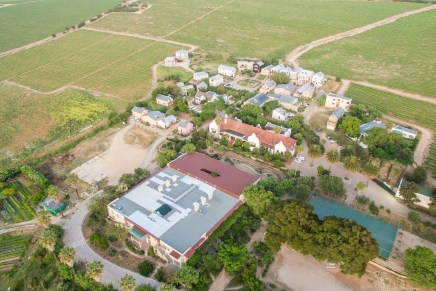 Meeting Halfway: Lessons in Social Sustainability from the Lynedoch EcoVillage