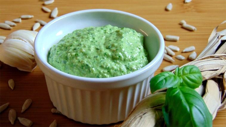 Basilikumpesto grünes Pesto verde