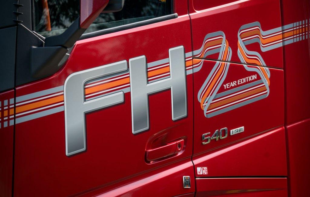 Edição especial de 25 anos do caminhão Volvo FH